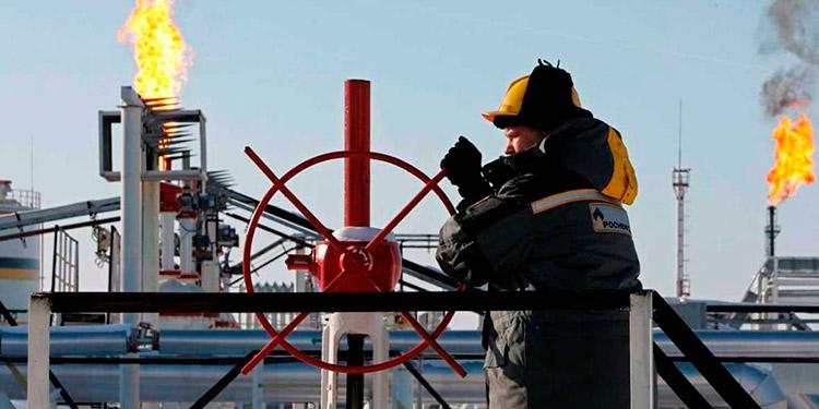Petróleo toca precio mínimo de los últimos trece meses