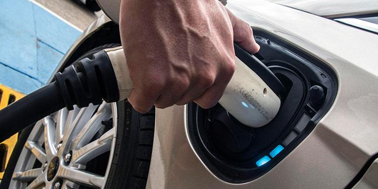 Más de diez puntos creció la aceptación de los carros eléctricos entre los automovilistas el año pasado, según el estudio elaborado por Deloitte.