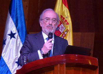 """Santiago Muñoz Machado: """"Máquinas deben manejar un español claro y que la unidad de la lengua se mantenga""""."""