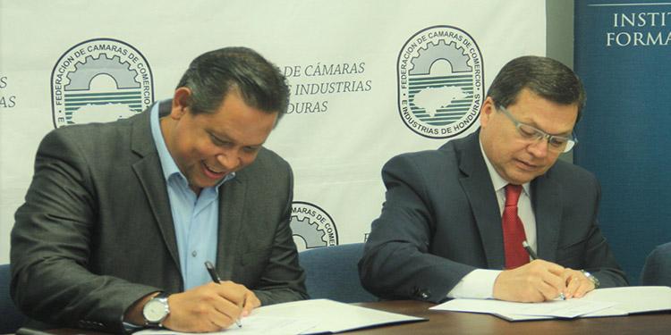 El convenio fue suscrito por el director del Infop, Roberto Cardona y el titular de la Fedecámara, Menotti Maradiaga.