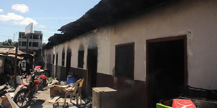 Los daños del inmueble son severos debido a que la madera del techo estaba podrida y eso provocó que el fuego se extendiera de manera rápida.
