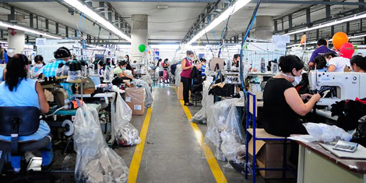 Efectúan 'Aporte Solidario' de más de 53 millones para obreros suspendidos de las maquilas