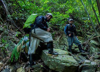 Mauro Zavala (izquierda) es guardabosques e investigador de las Fundaciones Panthera y Prolansate.