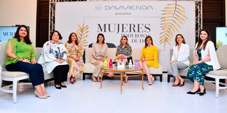 Irma Amaya, Leticia Banegas, Giselle Matamala, Mary Ann Kafati, Fanne Medrano, Ruby Espinal, Giselle Casanova y María Echeverri.