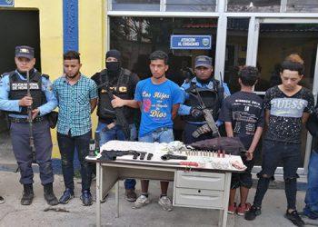 Los detenidos fueron remitidos a las autoridades correspondientes, para que se les continue su proceso judicial.