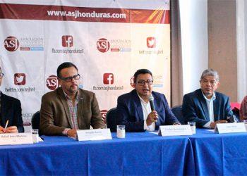 Los representantes de la sociedad civil y autoridades de Educación oficializaron la plataforma de denuncia.