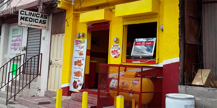 Local que se ocupaba como posta policial, ahora  hay venta de pollos.