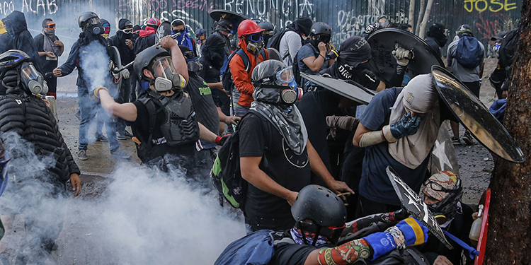 Demonstrators clash with riot police during a protest against Chilean President Sebastian Pinera's government in Santiago, on February 7, 2020. (Photo by JAVIER TORRES / AFP)
