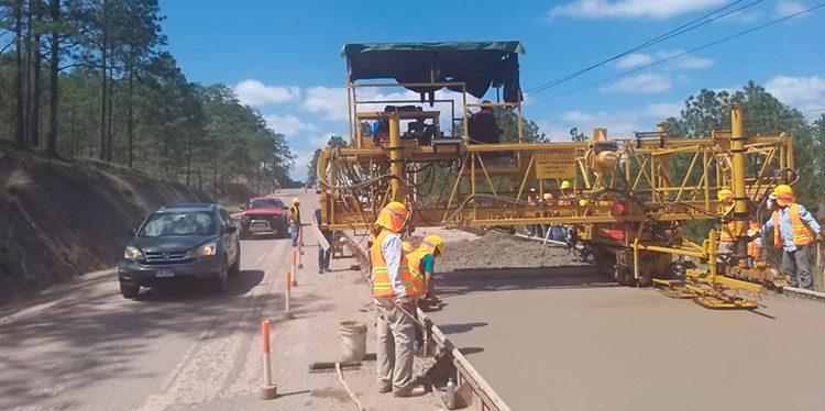 En forma acelerada avanzan trabajos de la reconstrucción de la carretera CA-6, entre Danlí y el desvío de Morocelí en un tramo inicial de 25 kilómetros.
