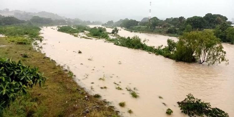 Las autoridades mantienen la vigilancia sobre los ríos de Atlántida y Colón, norte de Honduras.