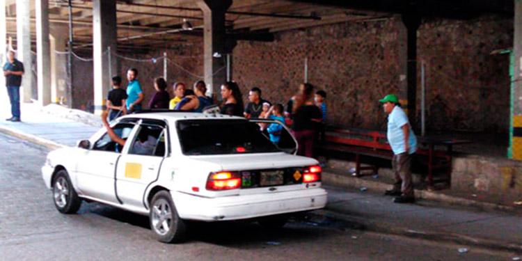 """Los taxistas de los puntos de taxis son los más afectados por el cobro del mal llamado """"impuesto de guerra""""."""