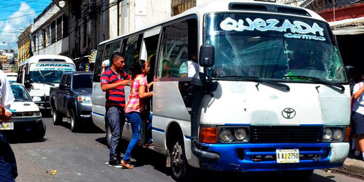 Actualmente, numerosos autobuses llevan los vidrios polarizados, lo que impide ver si en su interior se cometen actos delincuenciales.