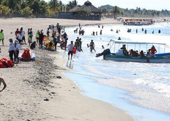 La bahía de Tela fue el destino más visitado por turistas nacionales en el norte de Honduras. Foto: Josué Quintana Gómez