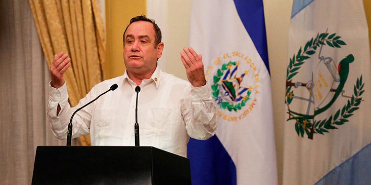 El presidente de Guatemala espera recuperarse de la COVID-19 en unos 6 días