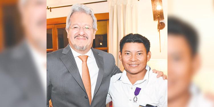 Embajador Emmanuel Pineda y Ángel Martínez Torres.