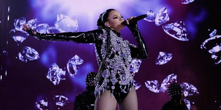 Revelación. Angie Flores fue nominadapor losFans' Choice Awardsen su edición 2020 como artista revelación del año. Durante 16 conciertos consecutivos cautivó a todos. Jueces y público.