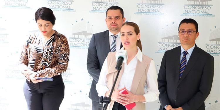 La ministra de Comunicaciones, María Andrea Matamoros, resaltó que  estamos dando un paso importante en a lo que llamamos el Estado Abierto.