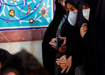 Drástico repunte de muertos e infectados por covid-19 en Irán, que reabrió mezquitas