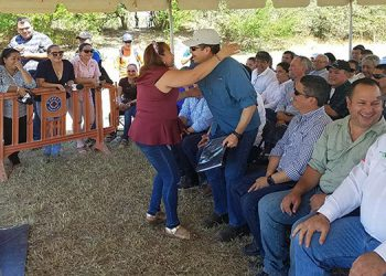 La señora Alejandrina Aguilera solicitó al mandatario investigar las razones.