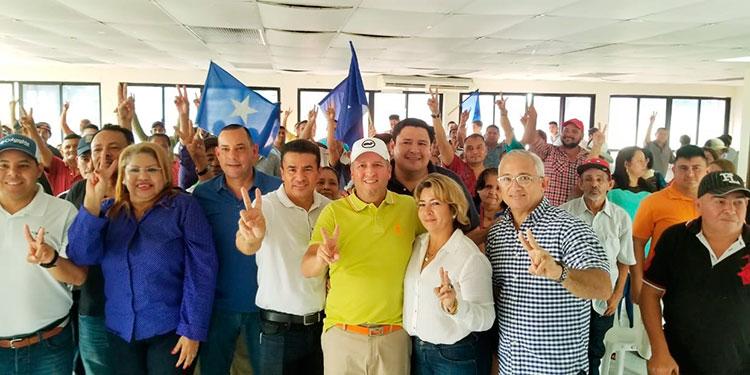 Salvemos Honduras está apostando a abrir espacios a líderes comunitarios sin experiencia política.