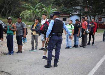 Aunque en la segunda caravana de migrantes no sobrepasan los 300, aún se encuentran miles de centroamericanos ilegales en territorio mexicano.