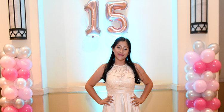 Ana María García disfrutó la celebración de sus 15 años.