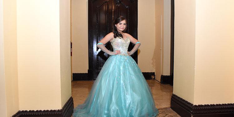 Ónice Lisbeth Cruz en la celebración de sus quince años.