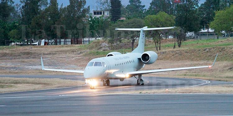 Implementan medidas para frenar el COVID-19; avión presidencial sale del país por insumos