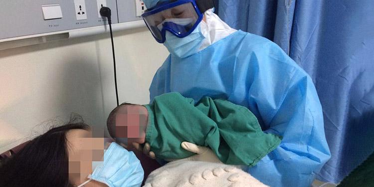 El bebé dio negativo a coronavirus, aún cuando su madre sí posee el virus por lo que está siendo tratada en una sala especial del Hospital San Felipe, de Tegucigalpa.