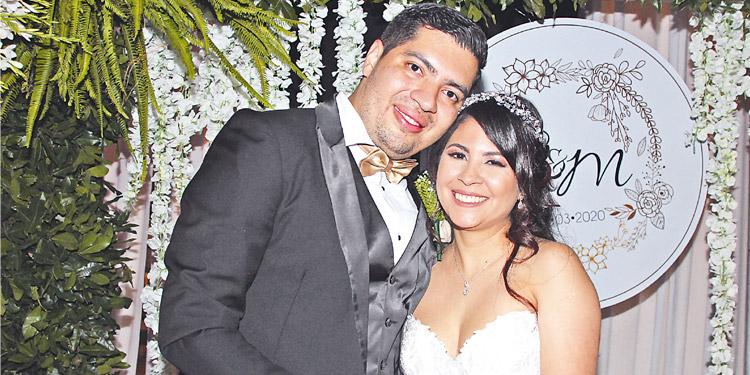 Roberto Aguilar y Maura Sánchez unen sus vidas ante Dios