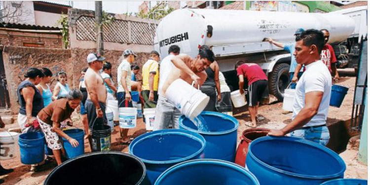 Sumado al aumento en el precio del agua y de los recipientes, ahora se ha reducido también los horarios para la adquisición del servicio.
