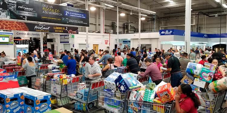 Desde tempranas horas del día, la población hondureña salió a abastecerse de productos de limpieza y canasta básica, motivados por el temor que infunde el COVID-19.