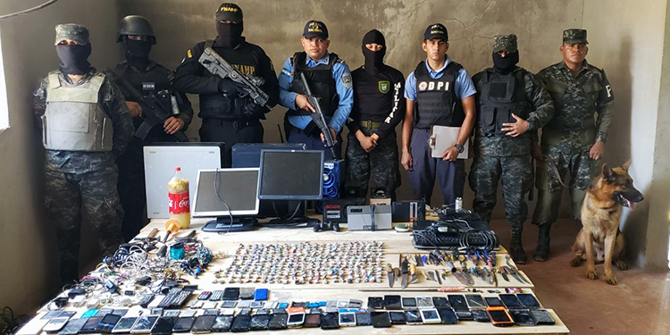 Decomisan drogas, armas punzocortantes y aparatos a reos de Choluteca
