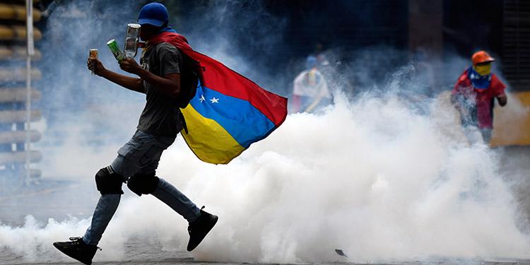 Presidente Nicolás Maduro activa ejercicios militares antes marcha opositora