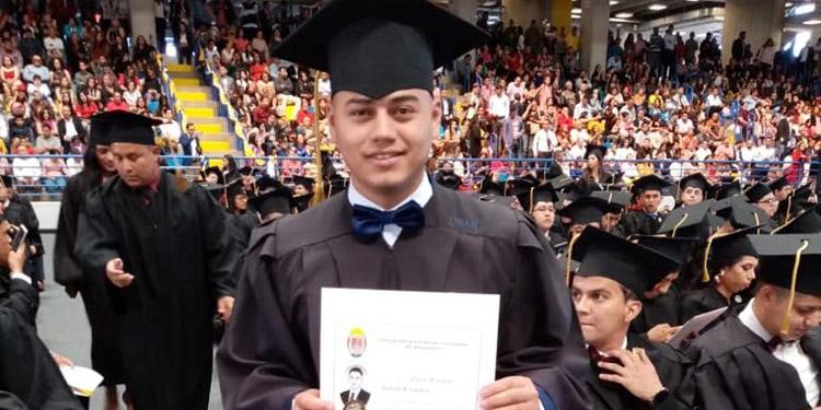 Omar Enrique Andino agradeció a Dios por su triunfo académico.
