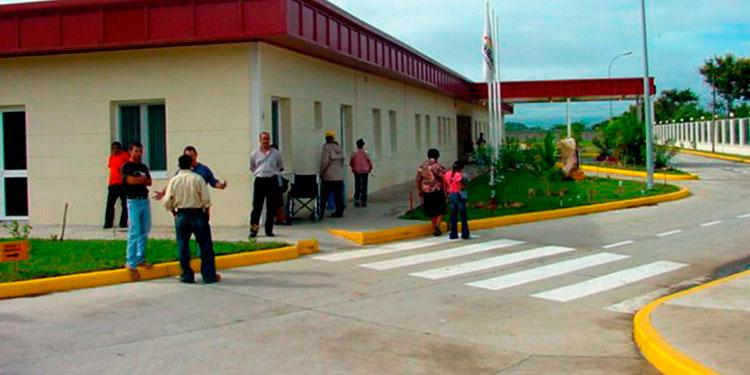 Autoridades confirmaron que el sospechoso de COVID-19 nunca se presentó al Hospital Gabriela Alvarado, pero un equipo de médicos lo evaluará en su casa.