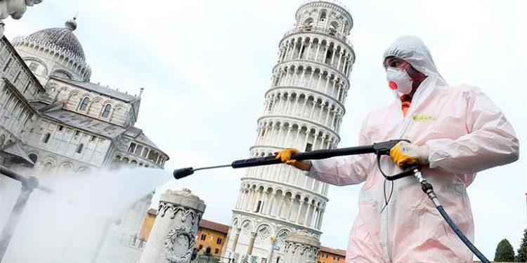 Las muertes por coronavirus en Italia suben a 812 mientras caen los nuevos casos