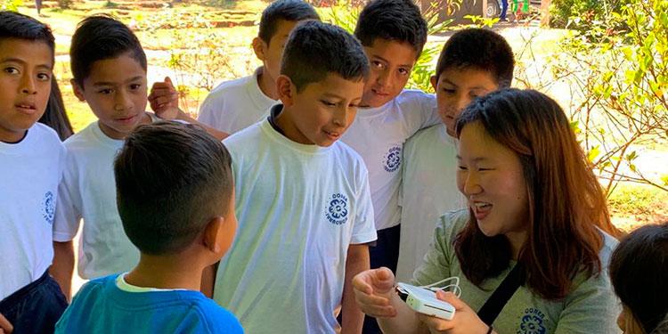 Niños de Intibucá y La Paz conocieron sobre su condición nutricional gracias a los voluntarios surcoreanos.