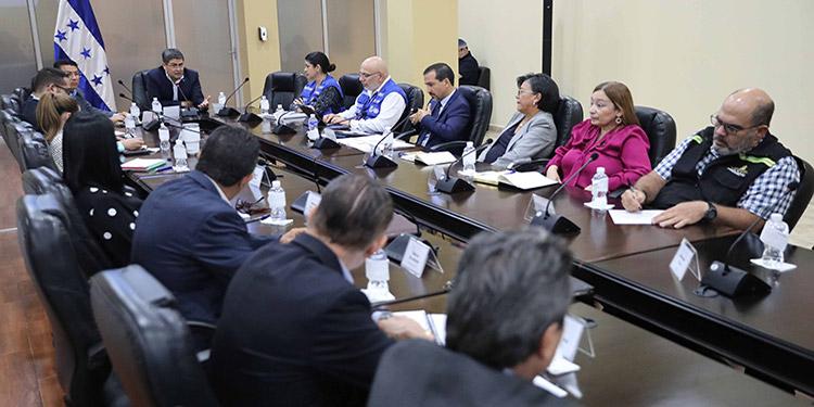 La mesa de trabajo permanente fue instalada ayer, por el Presidente Juan Orlando Hernández, para tomar todas las decisiones vinculadas al coronavirus en el país.