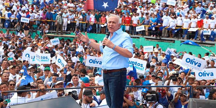 """""""No más impuestos"""", prometió Mauricio Oliva."""