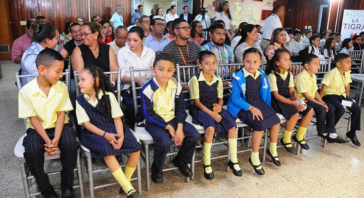 PANI distribuye kits escolares para centros educativos