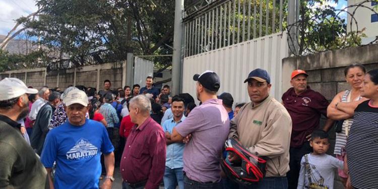 Colonia Fuerzas Unidas protesta contra racionamientos del SANAA