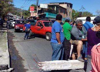Protestan en Las Tapias por falta de alimentos, en crisis por COVID-19