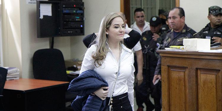Tesla Ortega Valle, fue trasladada en un microbús junto a otras cinco mujeres más desde la cárcel de Támara, es acusada de dos delitos.