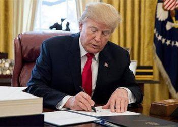 Trump firma paquete de rescate de 2,2 billones de dólares