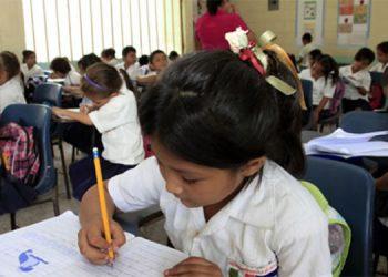 LA UNESCO propone establecer alternativas a distancia para reducir al mínimo la suspensión indefinida de clases.