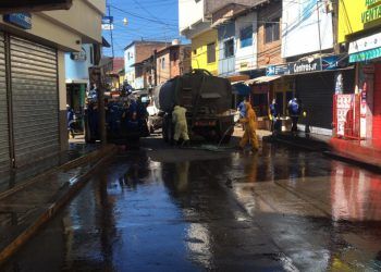 Lavan las calles internas del zonal Belén
