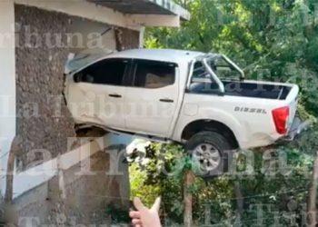 Alocado conductor estuvo a punto de provocar tragedia en carretera al sur
