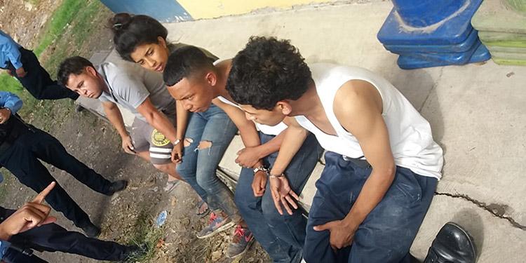 Investigaciones indican que los cuatro jóvenes son integrantes de la pandilla 18 y se dedican al delito de extorsión en las aldeas aledañas al corredor de la salida de la capital hacia Olancho.
