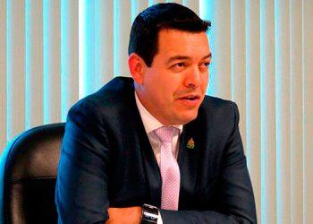 Ministro del Trabajo: 'Empresas que no suspendan labores serán sancionadas'